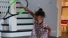 Serena Williams publica un vídeo de su hija de un año con una raqueta de tenis