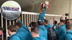 La llegada del Athletic a casa: así fue la celebración con cientos de aficionados