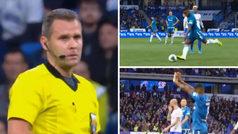 Malcom se hace viral con el Zenit... ¡por darle un pelotazo al árbitro!