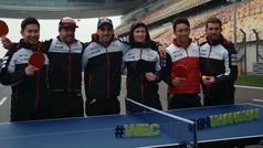 Alonso se lo pasa en grande jugando al Ping Pong en Shanghái