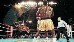 Holyfield vs Bowe II: la escena del paracaidista cayendo sobre el ring que recrearon los Simpsons