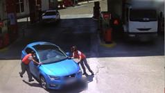 Detenido por robar gasolina y embestir a dos trabajadores de una gasolinera