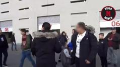 Lamentable agresión a un aficionado blanco en los aledaños del Wanda Metropolitano