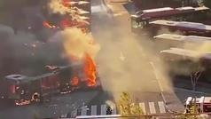 Espectacular incendio en la EMT de Valencia: casi 20 autobuses en llamas