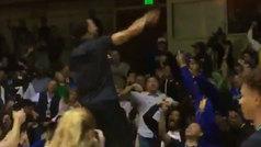 Curry, enloquecido, hace un Jordan tras ganar en el último segundo