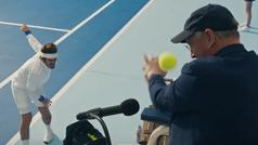 Taylor Swift se converte en un violento tenista barbudo que agrede a un árbitro