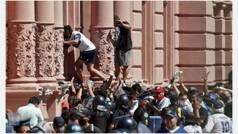 Graves altercados entre hinchas y policía: ¡los aficionados se saltaron la seguridad!