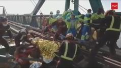 Complicado rescate de un ciclista atrapado en un puente ferroviario