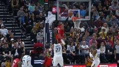 Los 'locos bajitos' de los Rockets se la lían al mejor defensor de la NBA