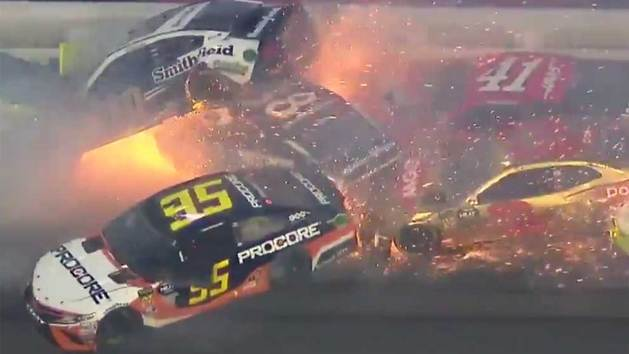 The Big One: Brutal accidente entre una tormenta de chispas en la NASCAR