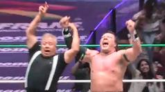 Último Guerrero se impone a Big Mike en un impresionante mano a mano