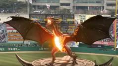 """Un dragón en llamas ataca un estadio de béisbol lleno de público: """"¡Dracarys!"""""""