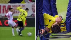 Özil se retira lesionado en camilla tras una dura entrada por detrás