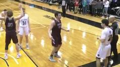 Ganan un partido de baloncesto con jugada de voleibol y un error arbitral les quita el triunfo