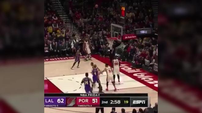 (113-136) Davis y James lideran la undécima victoria de los Lakers