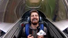 Peter Sagan alucina subido a un avión de combate