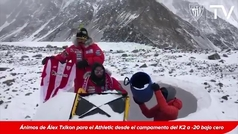 Alex Txikon anima al Athletic desde el Campo Base del K2