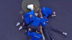 El recogepelotas más discreto del mundo se cuela en la fiesta europea de la Laver Cup
