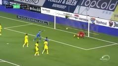 La sobrada del ambidiestro Ianis Hagi: doblete de penalti... ¡uno con cada pierna!