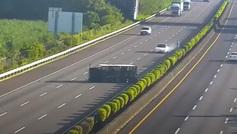 El incomprensible accidente de un Tesla contra un camión volcado