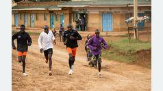 Últimos kilómetros de la tirada de 30 con Kipchoge y otros tres atletas