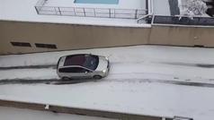 """Otro accidente viral por culpa de Filomena: """"Pero cómo sacas el coche así"""""""
