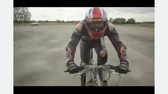 ¡De récord! a 280 kilómetro por hora encima de una bicicleta