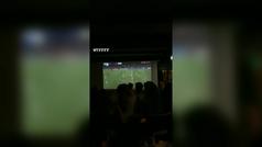 El video más triste del día: la cuenta atrás de los aficionados del Ajax antes del 2-3