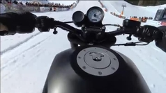 La arriesgada y espectacular competición de motos en las nevadas colinas de Italia