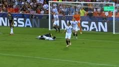Gol de Pjanic (p.) (0-1) en el Valencia 0-2 Juventus