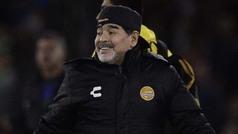 Maradona baila en el vestidor