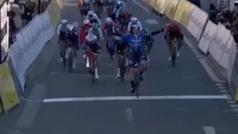 Sam Bennett se lleva la primera etapa al sprint de la París Niza: Richie Porte abandonó tras una caí