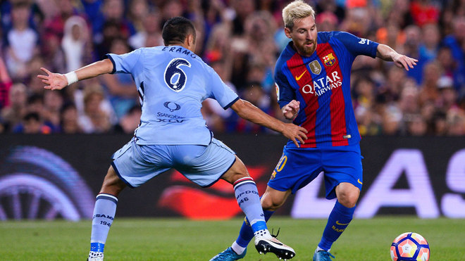 Messi assists suarez with an outrageous bicycle kick marca english - Messi bicycle kick assist ...