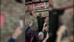 Fiestón de Shane Lowry en un pub, pinta en mano y cantando 'The Fields of Athenry'