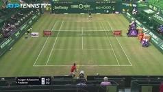 Roger Federer cae en octavos de Halle ante Auger-Aliassime