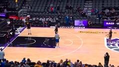 El calentamiento abusón de Curry: Tres triples seguidos desde centro del campo