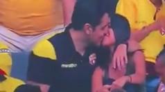 La 'Kiss Cam' de un estadio hace pública una infidelidad: ¡Cazados con las manos en la masa!