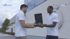 Garuba recibe el premio al mejor jugador joven de la ACB