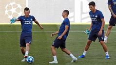 Hirving Lozano y Erick Gutiérrez reconocen la cancha del Camp Nou