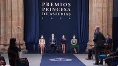 Carlos Sainz recibe agradecido el Premio Princesa de Asturias de los Deportes