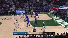 Salvajada de Giannis Antetokounmpo (32+15+8) en la 15ª seguida para los Bucks