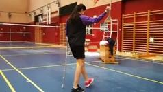 Carolina Marín ya anda con una sola muleta