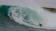Aritz Aranburu repite victoria en 'La Isla' entre olas de más de 4 metros