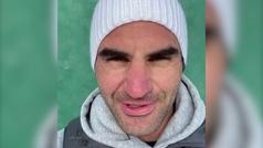 Federer sigue practicando ayudado de la pared