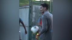 El portero del Trabzonspor se queda con sus compañeros con este golazo: ¡de locos!