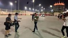 Grosjean vuelve por sorpresa al paddock de Bahréin, cuatro días después del infierno