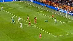 Hazard falló la sentencia ante el Galatasaray... ¡sin portero!