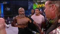 Mike Tyson reaparece sobre un ring de 'wrestling'... ¡y monta una pelea masiva en 10 segundos!