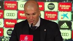 """Zidane: """"Es un bloqueo y hay falta... y en el empate del Sevilla hay mano"""""""