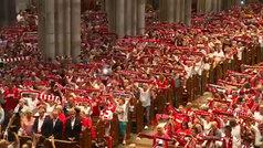 Miles de fans abarrotan la catedral de Colonia en su regreso a Primera